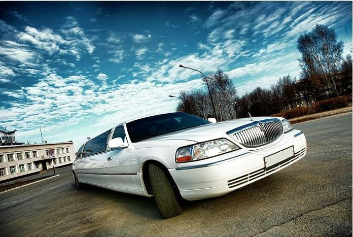 Лимузин Lincoln Town Car